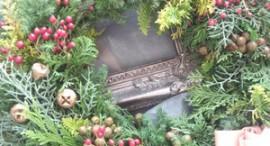 生花ヒバなどを使ったクリスマスリース