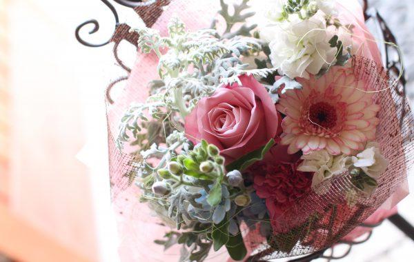 ピンクのブーケ風花束