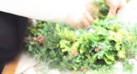 クリスマスリース制作風景
