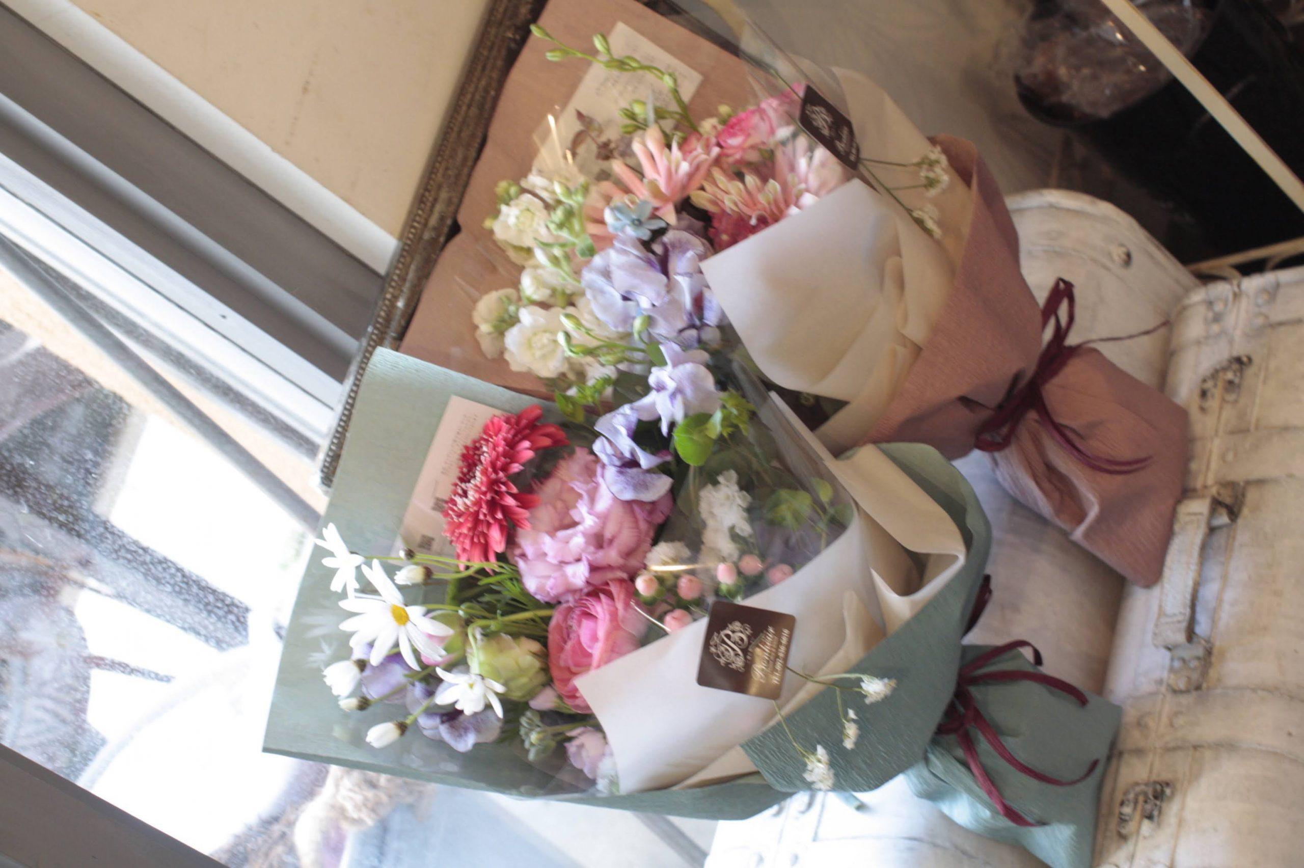 卒業、離任式、部活、退職される方へ、サークル沢山のご依頼ありがとうございました 福岡市 花屋  ボヌール 福大そば;